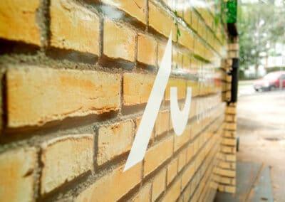 Aarhus universitet - selvklæbende folie på container
