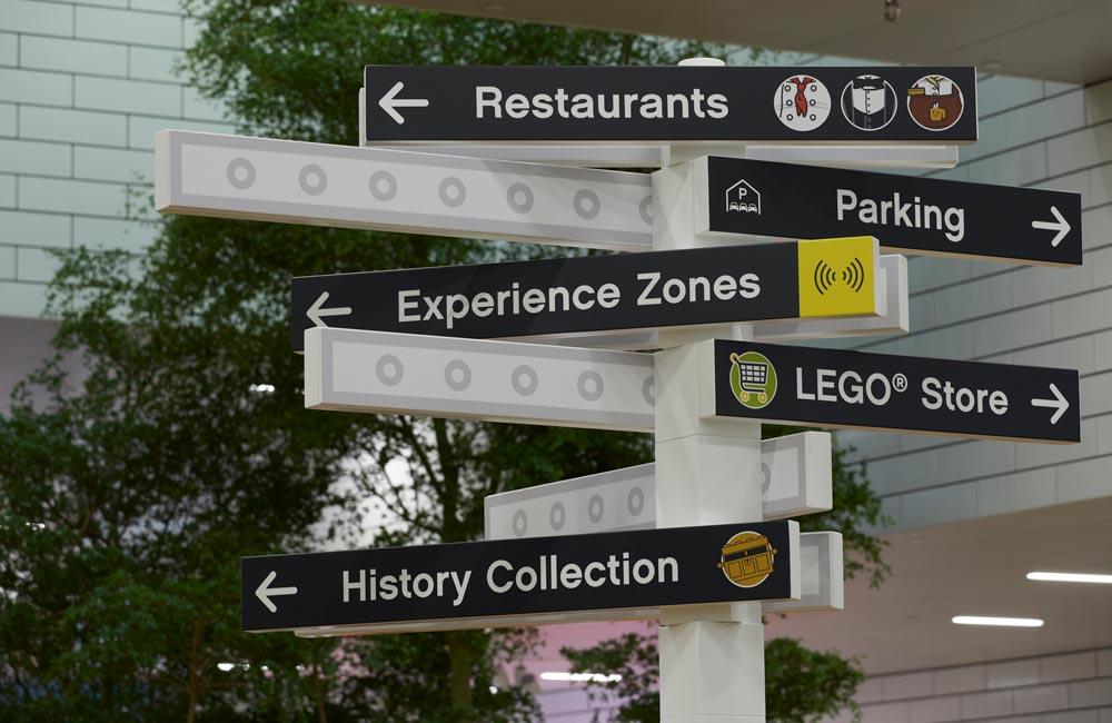 LegoHouse Stander
