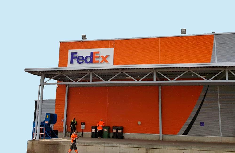 FedEx - facadeskiltning