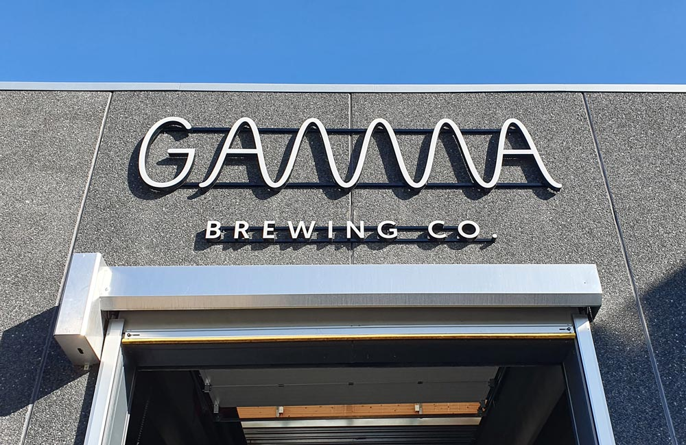 Gamma Brewing Co's facadeskilt i dagslys