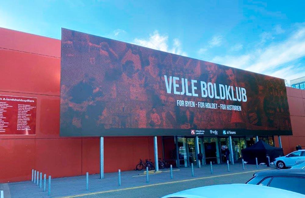 Facadeskilt i mosaik for Vejle Boldklub