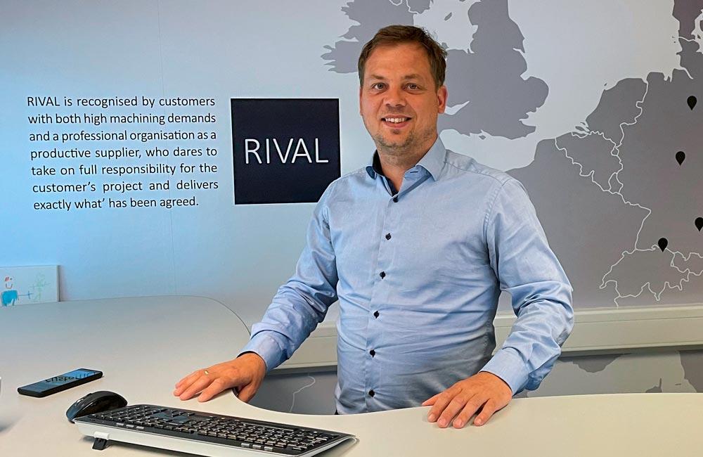 Selvklæbende folie på RIVALs kontorer - Nonbye A/S