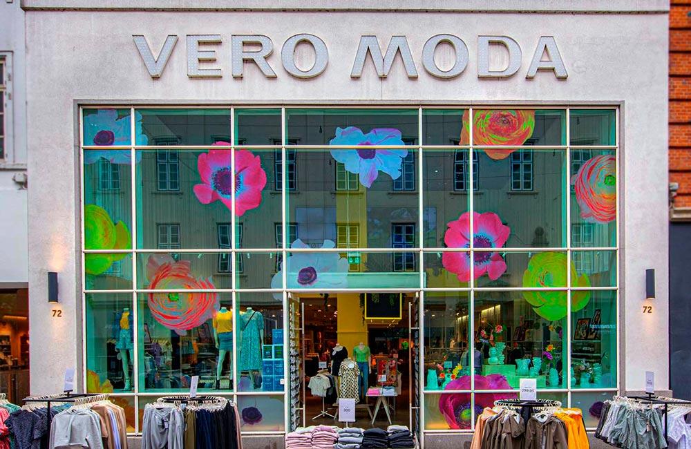 Smukke folieblomster til Vero Moda