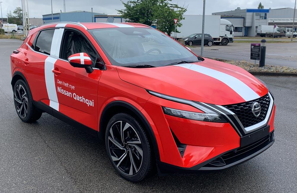 Bildekoration gør Nissan bil klar til Danmarks kampen - Nonbye A/S